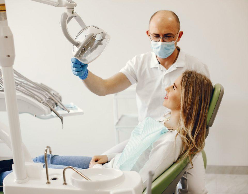 usuwanie ósemek - wizyta w gabinecie stomatologicznym Dentysta